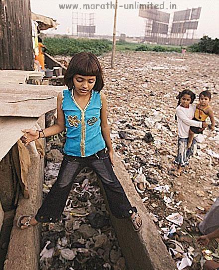 social reflections of slumdog millionaire essay Slumdog millionaire,  entre la mayoría de la población india consideran los autores que el sistema occidental y capitalista de clase social es el modelo a.