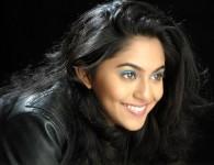 मृण्मयी देशपांडे ही मराठी सिनेमा श्रुष्टीतील एक प्रमुख अभिनेत्री आहे हिने बरेच मराठी मालिका आणि चित्रपटात काम केलेलं आहेत. मोकळा स्वास या मराठी चित्रपटात तिने काम केले आहे. Latest Picture...