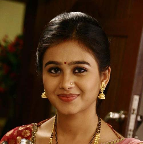 Mrunal dusanis marathi actress marathi unlimited2 thecheapjerseys Image collections
