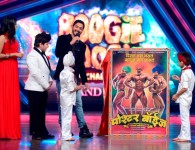 Shreyas adds another first: Becomes first to launch Teaser Poster of home production Marathi feature 'Poshter Boyz' on Sony TV's Boogie Woogie Mumbai, 27 March, 2014: The Teaser poster of...