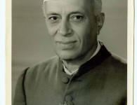 भारताचे पहिले पंतप्रधान पंडित जवाहरलाल नेहरू जन्म -१४ नोव्हेंबर १८८९ – अलाहाबाद मृत्यू – २७ मे १९६४ नाव – पंडित जवाहरलाल नेहरू महात्मा गांधीच्या विचारधारेशी सावलीप्रमाणे उभे राहणारे पं....