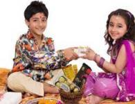 Bhaubeej Marathi Kavita. This kavita is for Diwali bhaueej festival celebrate in maharashtra. Sisters can sing this kavita for the brothers during the pooja. तुझ्या संरक्षणास मी कमी पडलो तुझी...