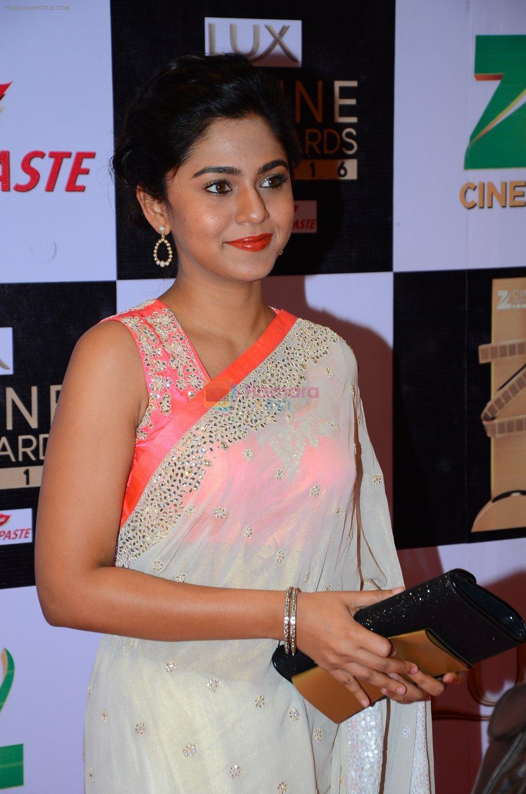 mrunmayee deshpande at zee cine awards 2016 on 20th feb